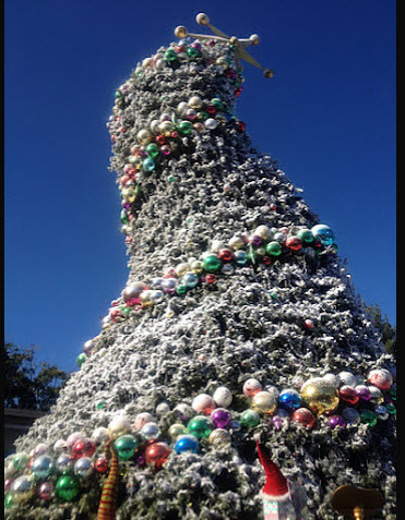 universal studios hollywood christmas tree